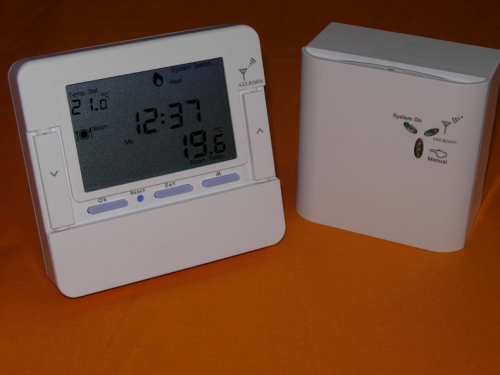 Wireless RF Programmable Room Thermostat VF